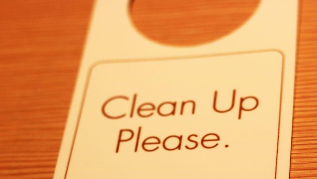 ホテルでの防犯と「起こさないで」札の使い方