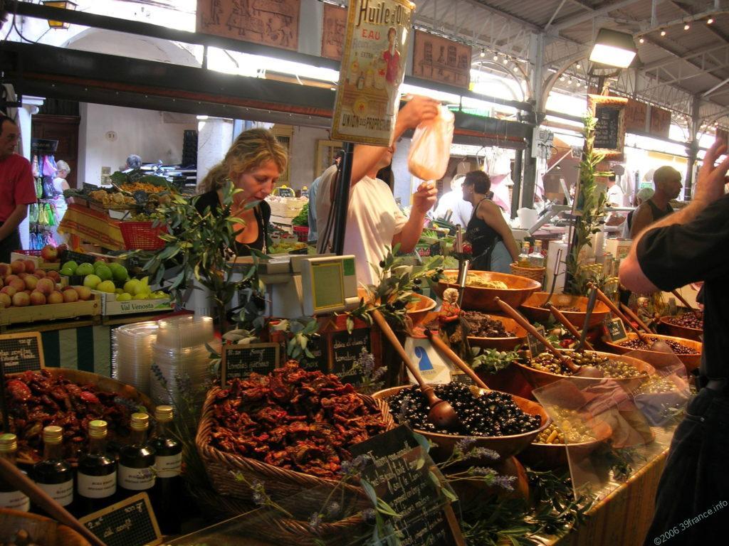Marche ドライトマトとオリーブ屋さん