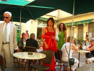 -ドレスでカフェ