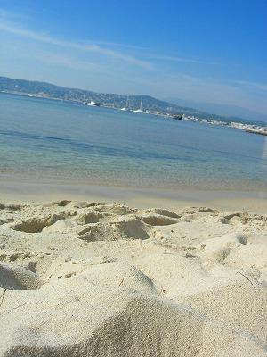砂の白さに目をやれば~