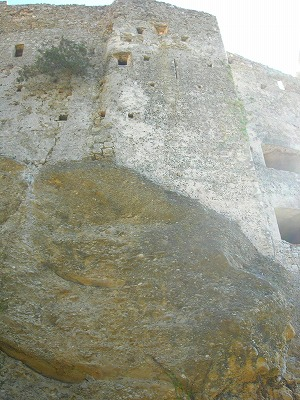 岩が途中から城に